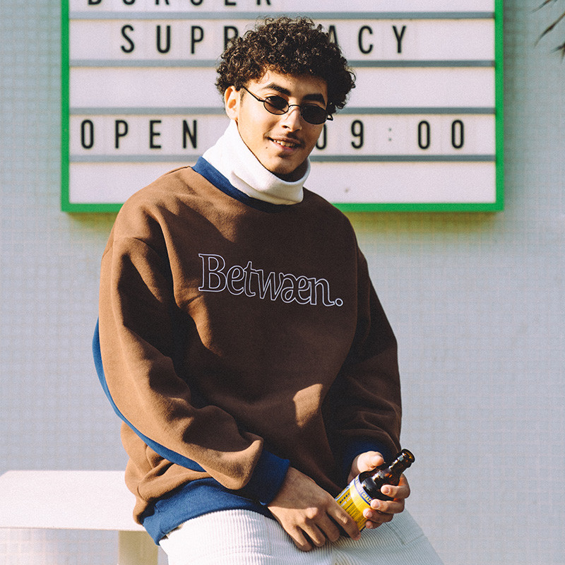 a.t Between Two-Tone Crewneck Sweater BB 拼色背横条宽松卫衣